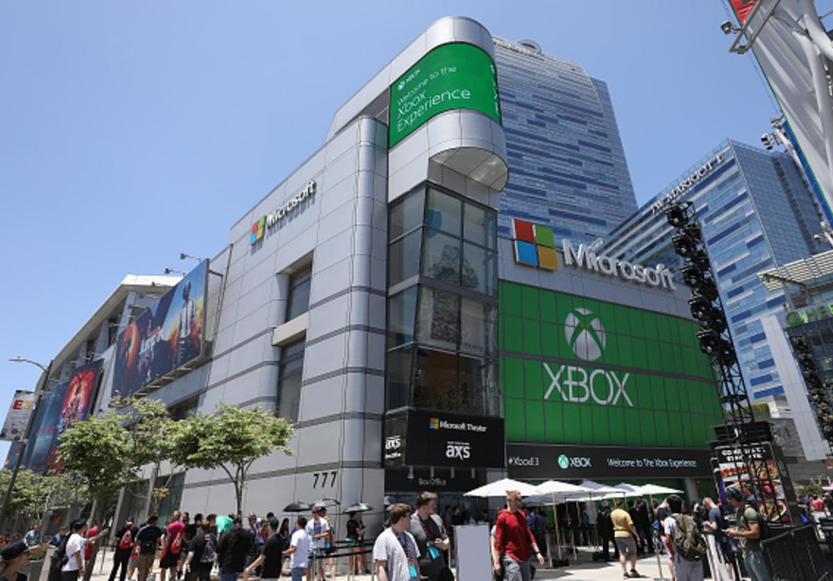 Game enthusiasts and industry personnel gather outside of the Microsoft Theater for the 'XBox' experience during the Electronic Entertainment Expo E3 on June 12, 2018 in Los Angeles, California.