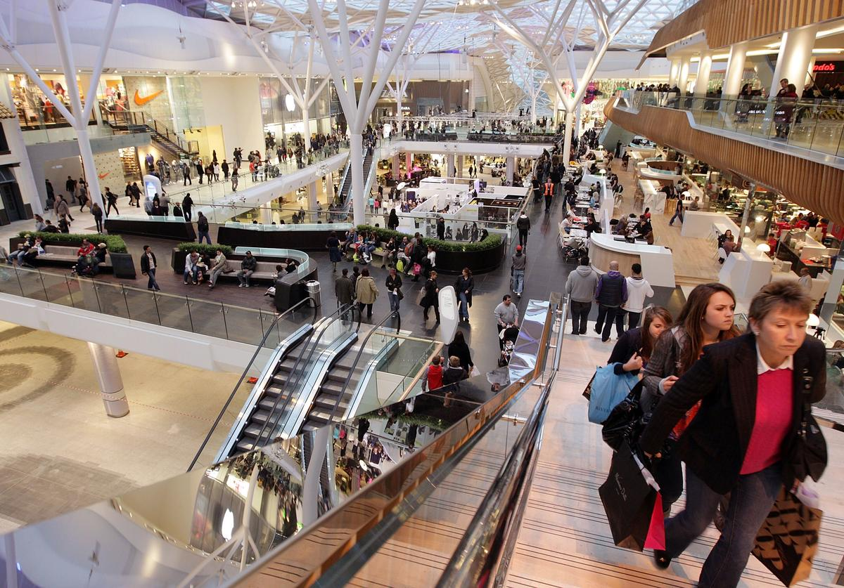 A general view of shoppers at the newly opened Westfield shopping centre on November 3, 2008 in London