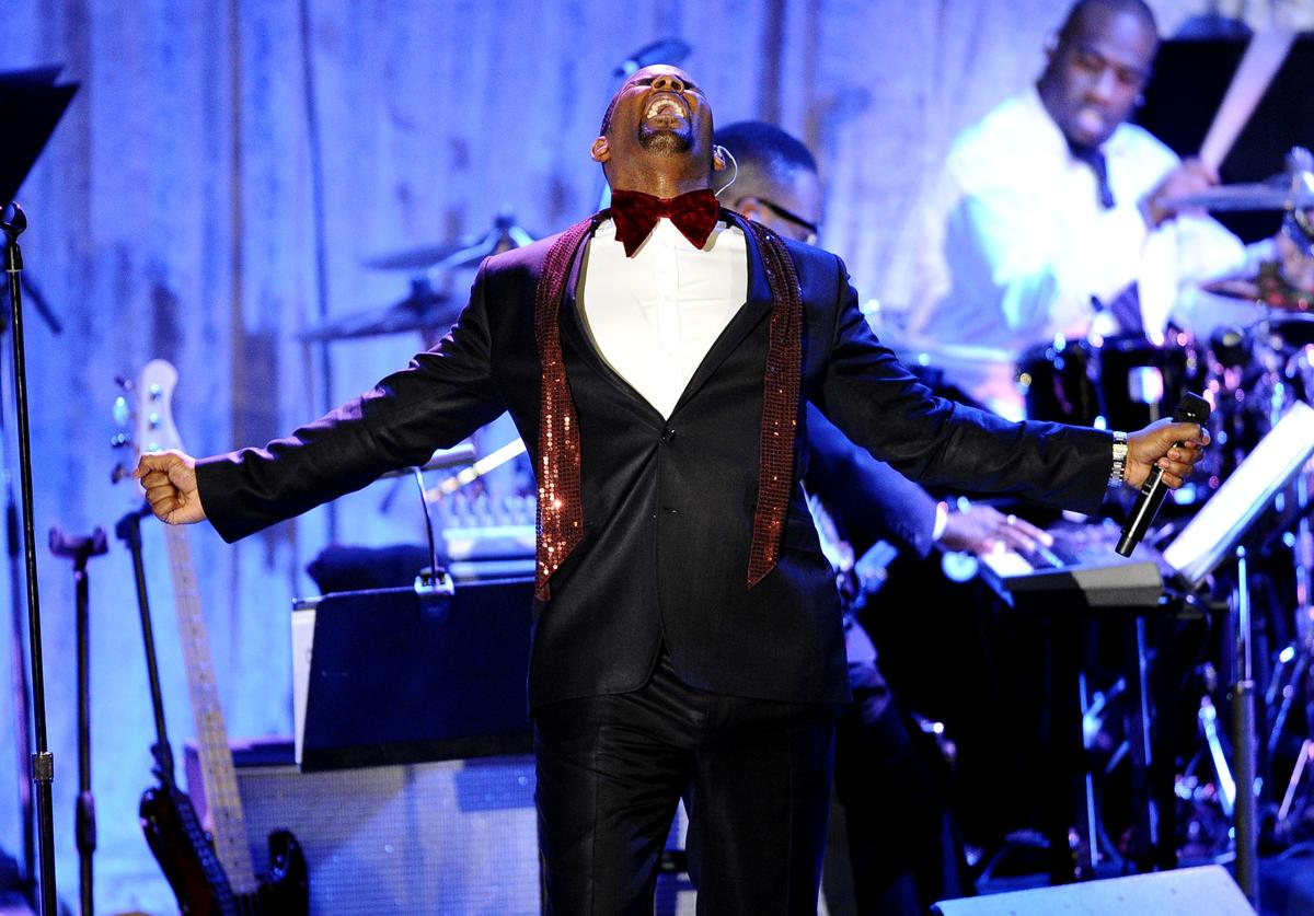 R. Kelly performs at the 2011 Pre-GRAMMY Gala and Salute To Industry Icons Honoring David Geffen at Beverly Hilton on February 12, 2011 in Beverly Hills, California