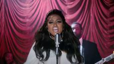 """Jazmine Sullivan Performs To An Audience Of One In """"Pick Up Your Feelings"""" Visual"""