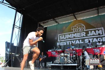 """Childish Gambino Goes On Twitter Rant, Tweets """"I Wanna Be A White Rapper"""""""