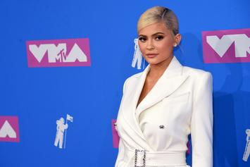 Kylie Jenner Shows Off Her Abs Six Months After Giving Birth