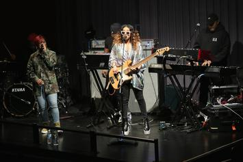 "H.E.R. Performs Sweet Rendition Of Her Love Ballad ""Fate"""