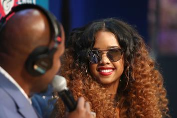 """H.E.R. Plays The Bass, Guitar & Piano In """"The Late Late Show"""" Performance"""
