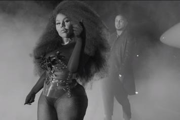 """Lil Kim's """"Go Awff"""" Video Makes A Dance Floor Out Of A G6 Tarmac"""