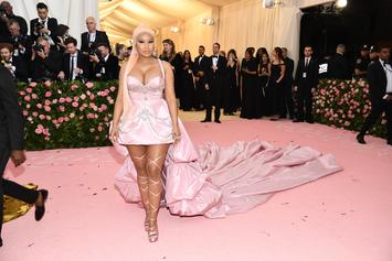 "Nicki Minaj Raps ""Barbiana"" Lyric With Fan While Making Her Way To Met Gala"