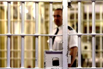Gang Leader Tries To Sneak Out Of Prison Dressed As 19-Year-Old Daughter