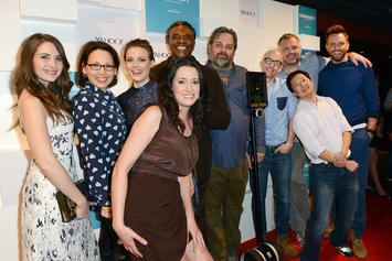 """""""Community"""" Cast Discuss Potential Movie & Love For Donald Glover"""