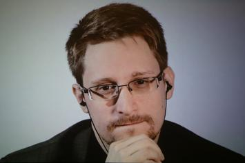 "Donald Trump Says He Will ""Look At"" Pardoning Edward Snowden"