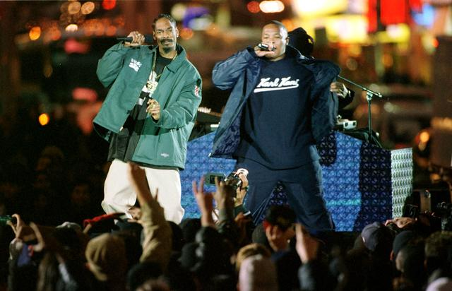 Snoop Dogg and Dr. Dre on stage in NYC 1999