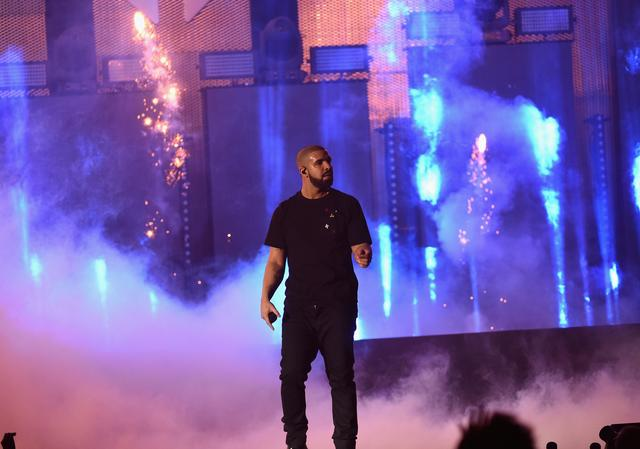 Drake at 2016 iHeart Radio awards