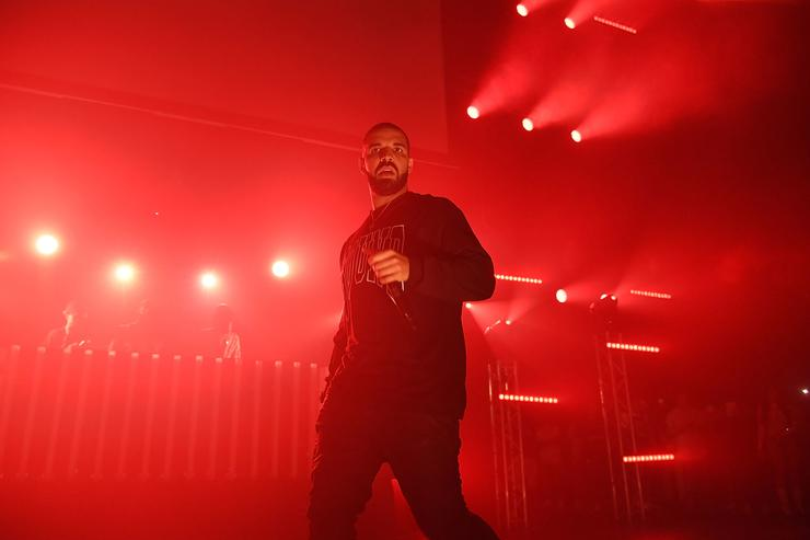Rapper Drake performs on stage at Gucci and Friends Homecoming Concert at Fox Theatre on July 22, 2016 in Atlanta, Georgia.