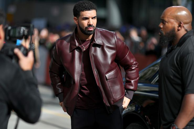 Drake treats hotel housekeeper to $10000 shopping spree