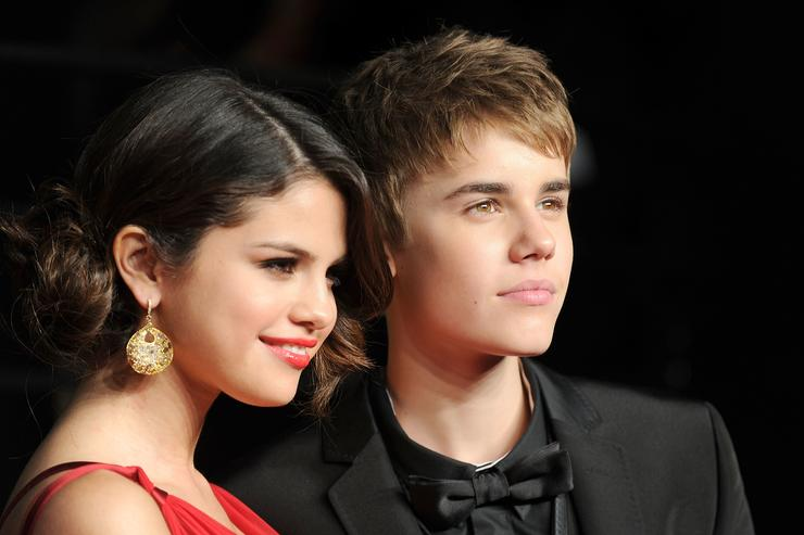 Selena Gomez and Justin Bieber arrive at the Vanity Fair Oscar party