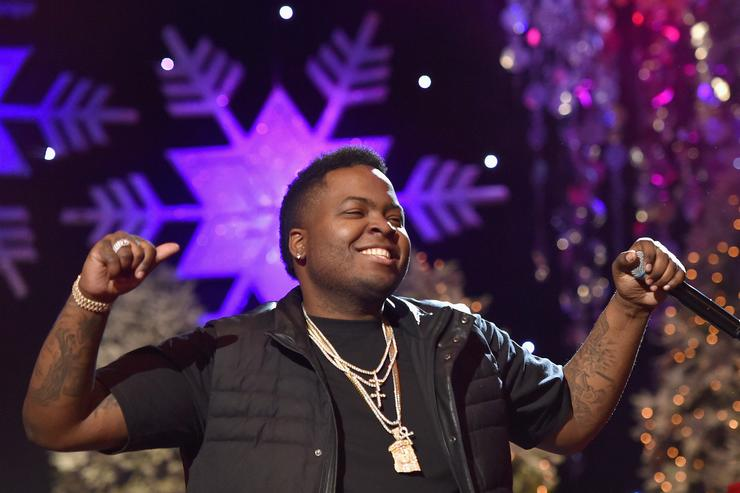 Recording artist Sean Kingston performs onstage during the 2015 Hollywood Christmas Parade on November 29, 2015 in Hollywood, California.