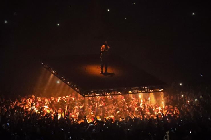Kanye Wests Saint Pablo Tour Was Designed For The Selfie Experience