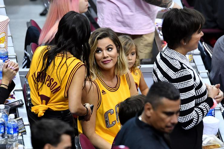 f9a1a2e57f3f Khloe Kardashian Won t Be Pressured By Family To Leave Tristan Thompson