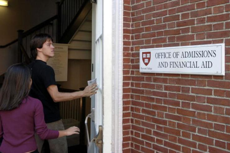 Students enter the Admissions Building on the campus of Harvard University September 12, 2006 in Cambridge, Massachusetts
