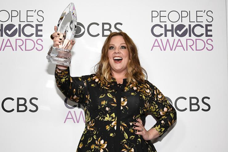 Melissa McCarthy, winner of the Favorite Comedic Movie Actress Award, poses in the press room during the People's Choice Awards 2017 at Microsoft Theater on January 18, 2017 in Los Angeles, California.