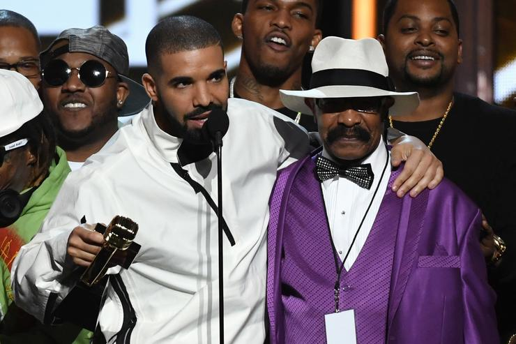Drake accepts the Top Artist award with his father Dennis Graham during the 2017 Billboard Music Awards at T Mobile Arena