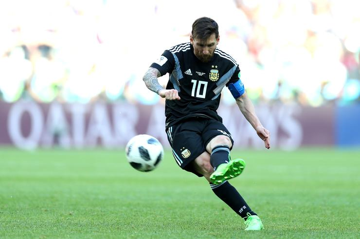 Messi misses penalty kick as Iceland holds Argentina to draw