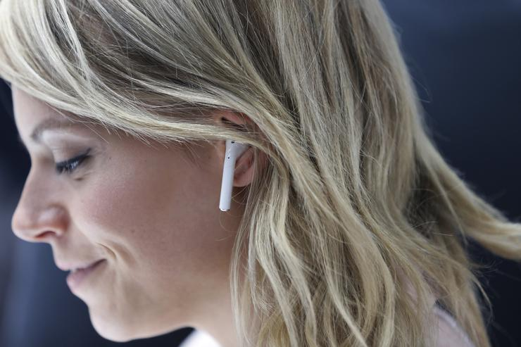 Wild Rumour Claims Next-Gen AirPods Case Will Charge your iPhone