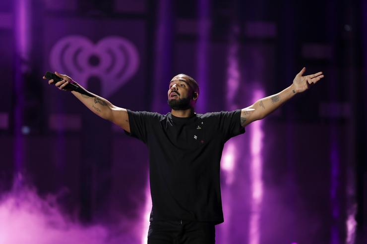 Drake Performs In My Feelings Sicko Mode & More With Virgil Abloh