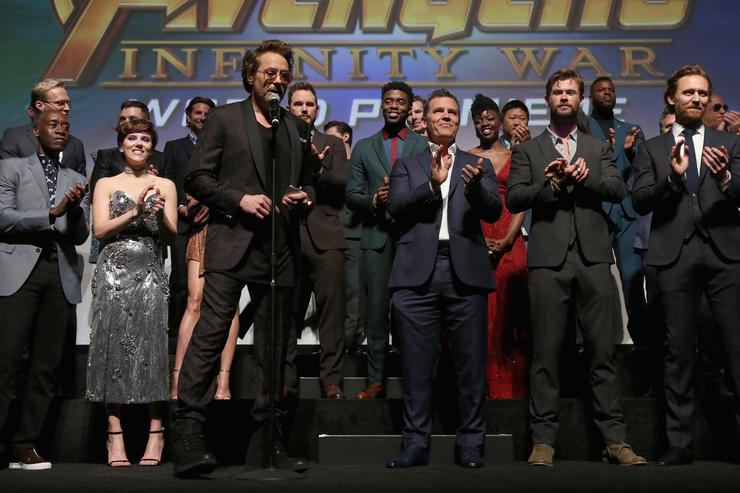 Quot Avengers 4 Quot Photo Has Fans Losing Their Minds Guessing