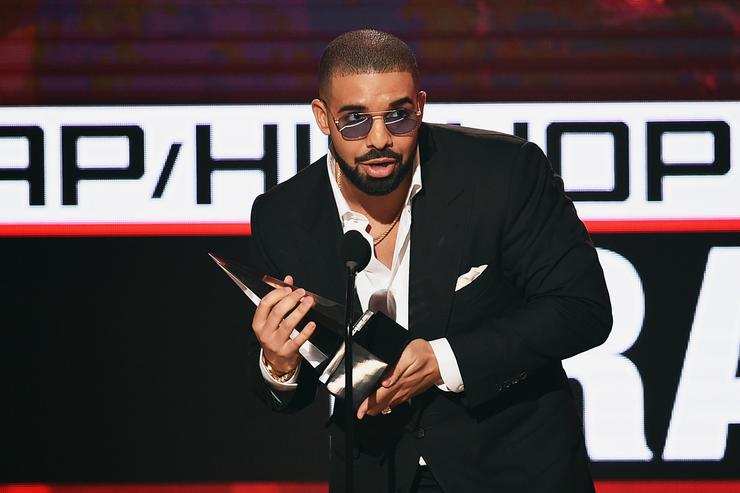 Rapper Drake accepts Favorite Rap/Hip-Hop Artist onstage during the 2016 American Music Awards at Microsoft Theater on November 20, 2016 in Los Angeles, California.