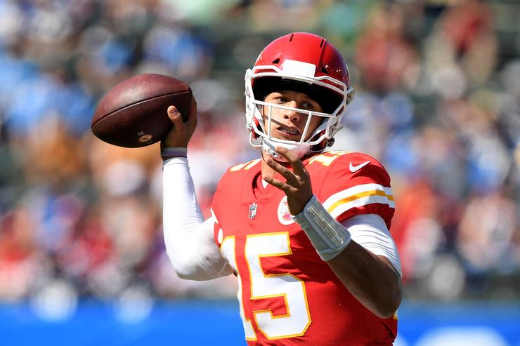 Mahomes breaks another record as Chiefs beat 49ers 38-27
