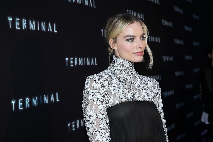 Margot Robbie in talks to star in 'Barbie' movie
