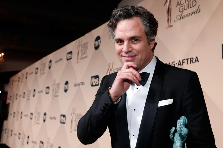 Mark Ruffalo, winner of the award for Outstanding Performance By a Cast in a Motion Picture for 'Spotlight', attends The 22nd Annual Screen Actors Guild Awards at The Shrine Auditorium on January 30, 2016 in Los Angeles, California