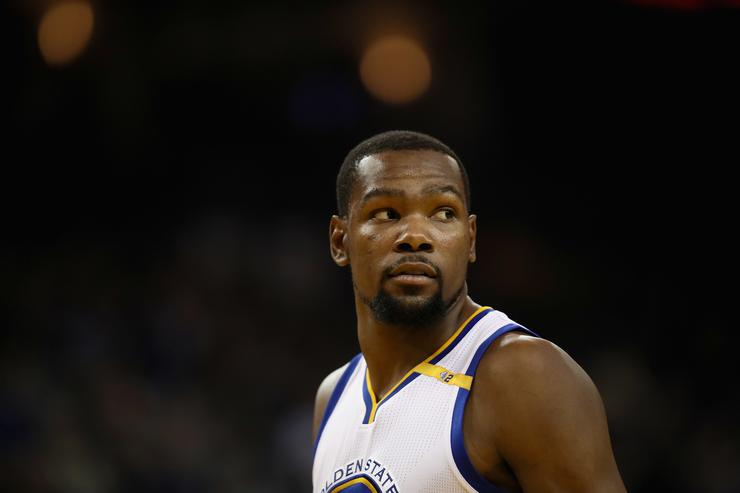 Thompson hits National Basketball Association  record 14 3s as Warriors blast Bulls
