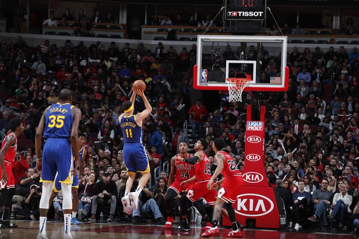 Klay Thompson #11 of the Golden State Warriors shoots a three pointer during the game against the Chicago Bulls on October 29, 2018 at United Center in Chicago, Illinois.