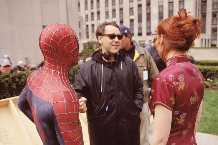 Director Sam Raimi (C), actors Tobey Maguire and Kirsten Dunst talk on the set of the movie 'Spider-Man'.
