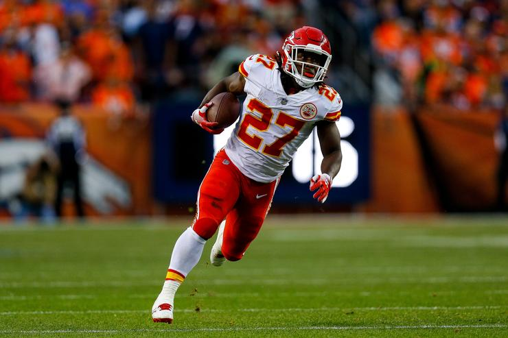 TMZ releases video of Chiefs RB Kareem Hunt attacking a woman