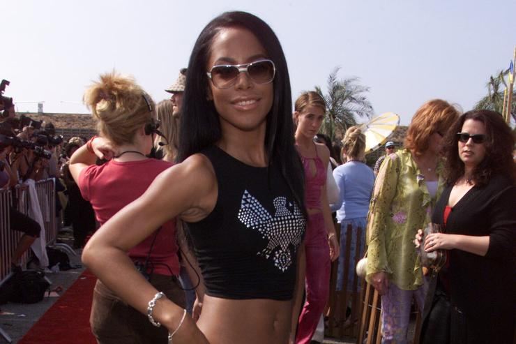 Aaliyah's Mother Slams Claims R. Kelly Had Sex With Singer