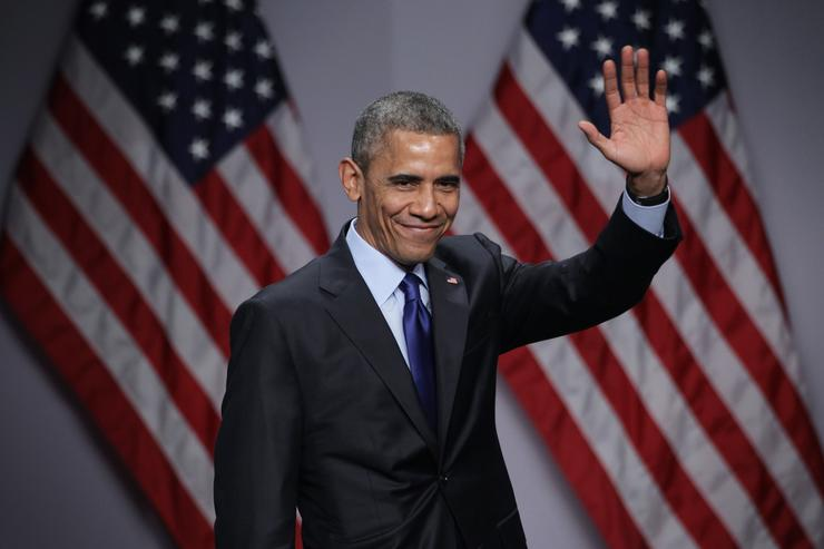 U.S. President Barack Obama waves after he spoke during the SelectUSA Investment Summit March 23, 2015 in National Harbor, Maryland