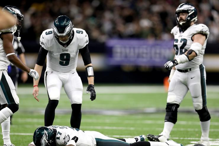 Eagles console Alshon Jeffery after mistake leads to interception