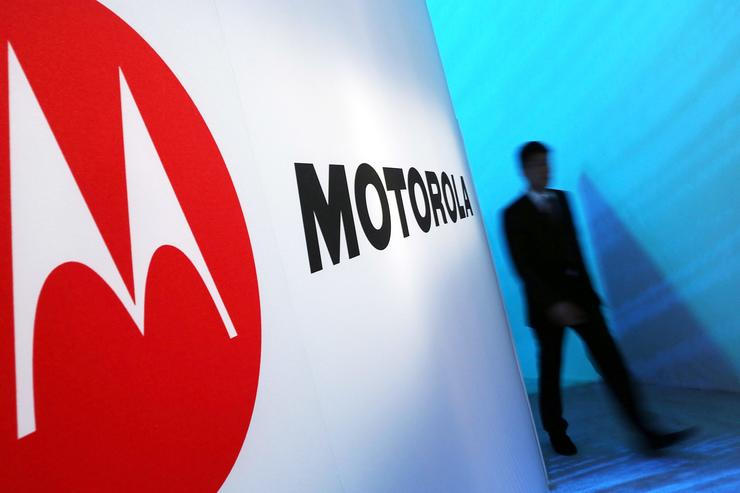 Motorola RAZR to be reborn as a foldable - and pricey - phone!