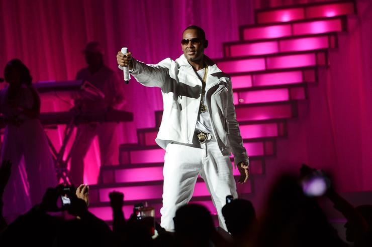 Man accused of threat linked to R Kelly turns self in