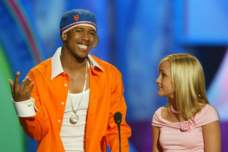 Nick Cannon and Jamie Lynn Spears presents an award during Nickelodeon's 17th Annual Kids' Choice Awards at Pauley Pavilion on the campus of UCLA, April 3, 2004 in Westwood, California.