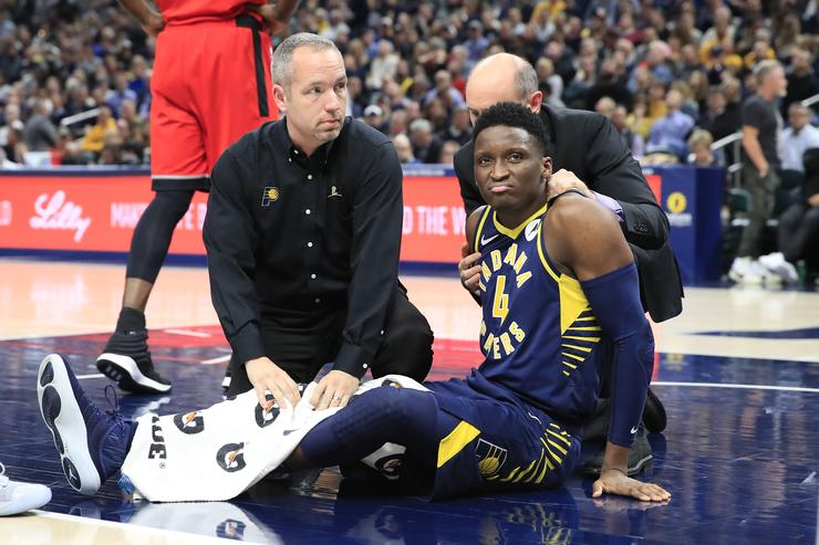 Pacers star Victor Oladipo injured, stretchered off the floor vs. Raptors