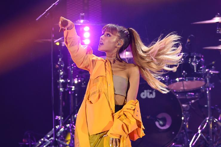 Ariana Grande Roasted On The Bbq Over Botched 7 Rings Tattoo