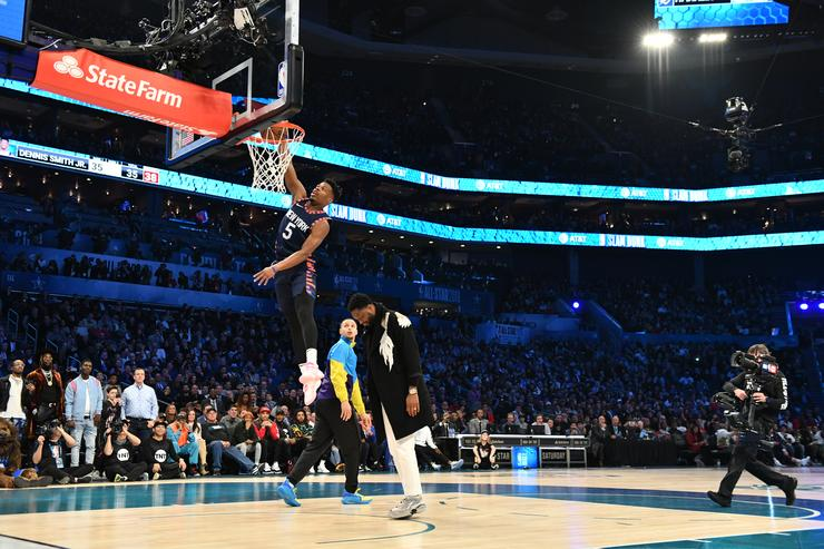 Hamidou Diallo dunks over Shaquille for Saturday night slam title