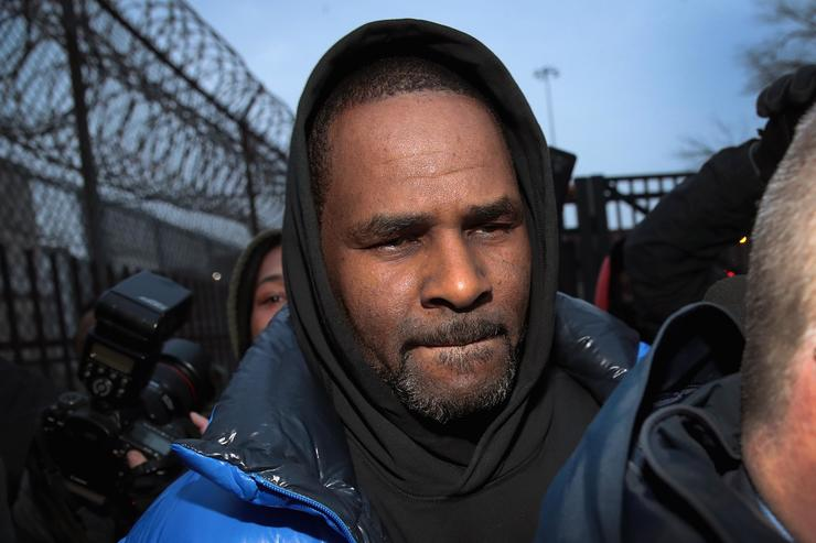 R. Kelly leaves the Cook County jail after posting $100 thousand bond on February 25, 2019 in Chicago, Illinois