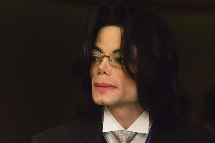 Michael Jackson appears outside the courtroom at the Santa Maria Courthouse during a break in his child molestation trial May 23, 2005