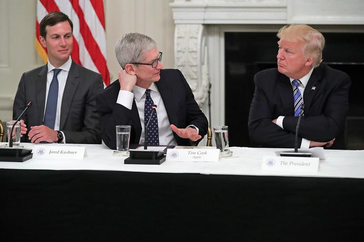 Trump Mistakes Apple CEO Tim Cook as 'Tim Apple'