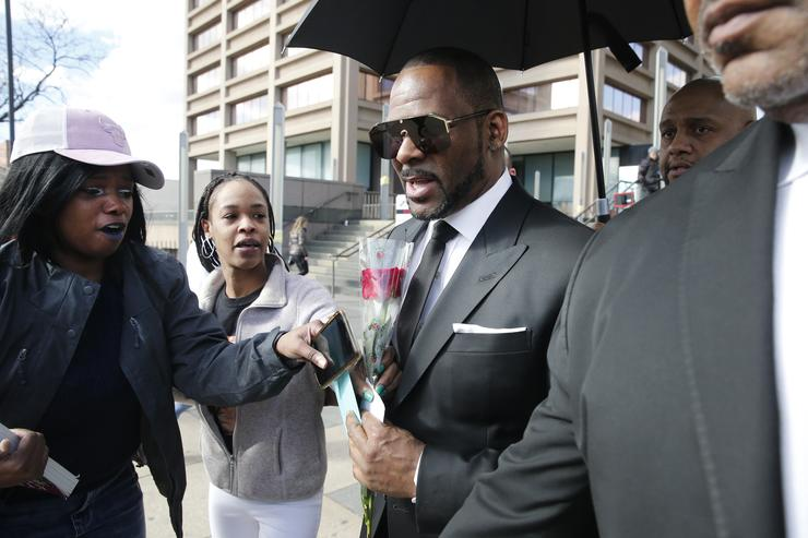 R. Kelly's Trip to Dubai Next Month Is in Legal Limbo