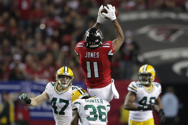 Julio Jones grabs catch in NFC championship game against Green Bay Packers.